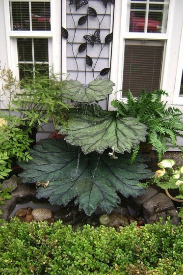Garden Decor: Fountain Made From Concrete Leaves