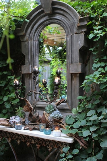 Garden Decor: Lovely Mirror in the Garden