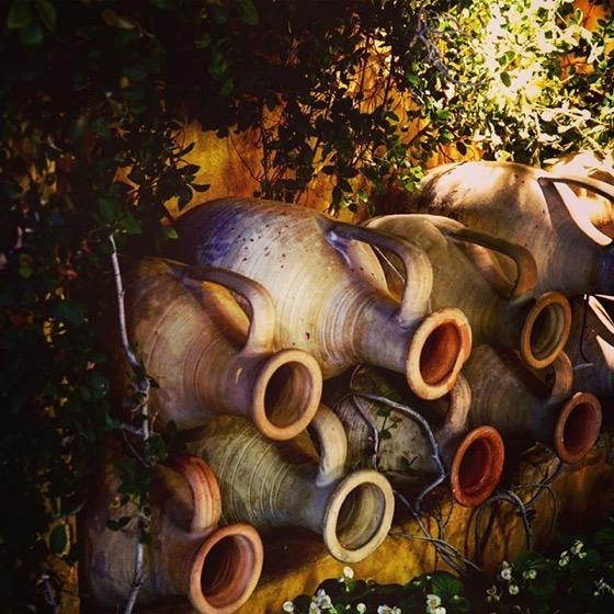 Garden Decor: Urns along the wall via Instagram