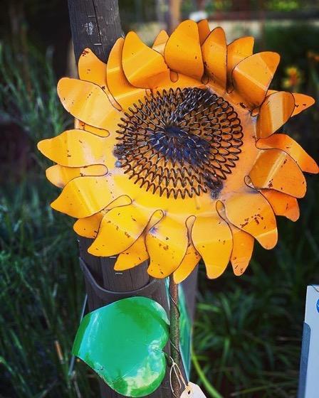 Garden Decor: Cute Recycled Metal Sunflower