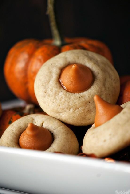 Elsewhere: Food: Chai-spiced Pumpkin Kiss Cookie