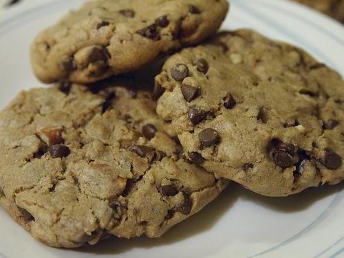 New Food: Peanut Butter Chocolate Chip Pretzel Cookies