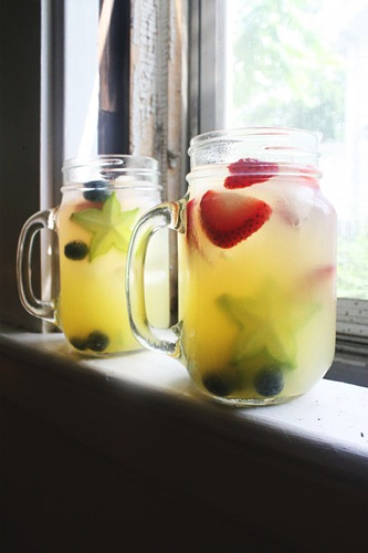 Food: Red White and Blue Sangria via My Baking Addiction