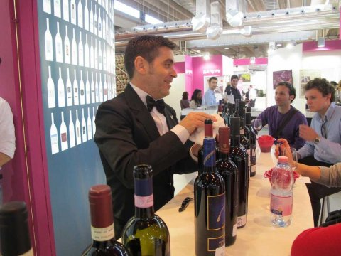Sommelier presents wines 1