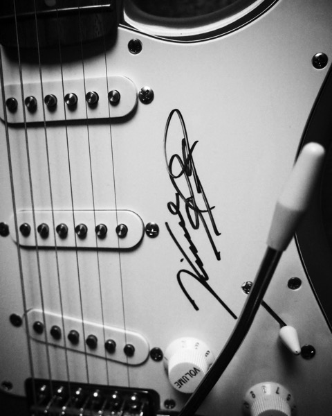 Stratocaster #guitar #music #instrument #autograph #bw #blackandwhite #blackandwhitephotography