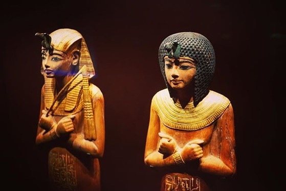 King and Queen Statues - King Tut: Treasures of the Golden Pharaoh