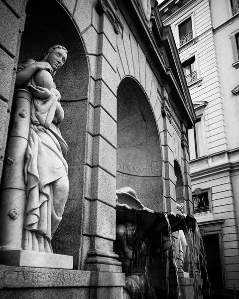 Fontana dei Baci 2, Milano, Italia via Instagram