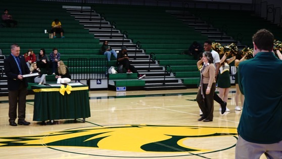 Dr. Rosanne Welch receives her award at the 2019 Faculty & Staff Appreciation Night, Cal Poly Pomona
