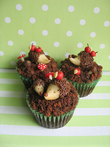 Link Focus: Food | Hedgehog Cupcakes by Maria Olejniczak from Cupcakes Take the Cake