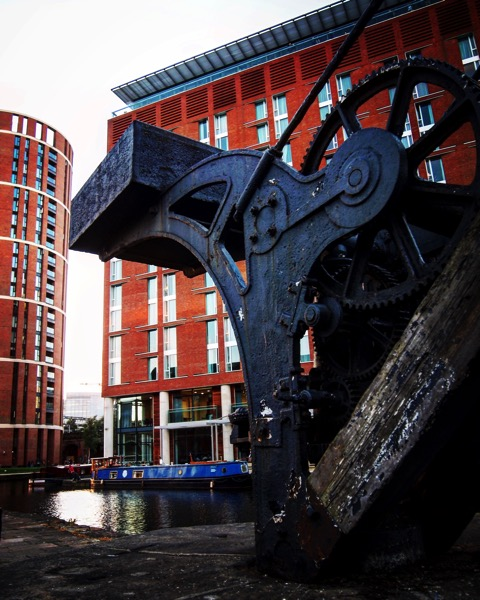 Canal Crane, Leeds Canal, Leeds, UK 🇬🇧 [Photo]