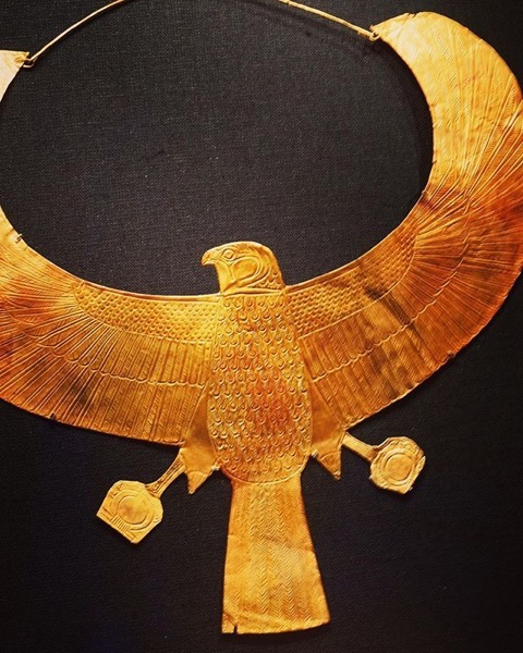 Golden Horus Necklace – King Tut: Treasures of the Golden Pharaoh via Instagram
