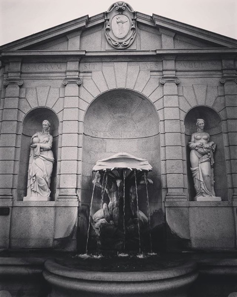 Fontana dei Baci, Milano, Italia via Instagram