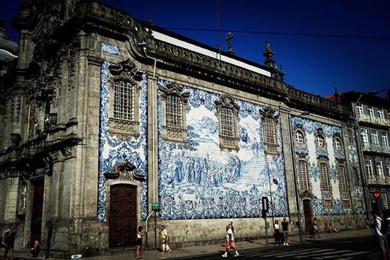 Tile Mural, Igreja do Carmo, Porto, Portugal via Instagram