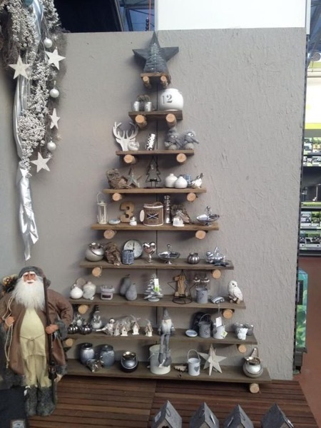 Christmas 2020 – 22 in a series –  Christmas Tree Shelf