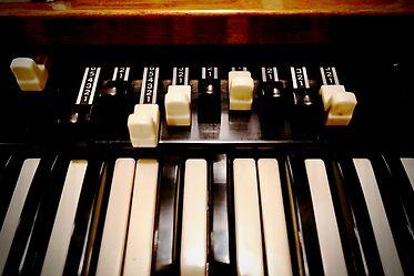 Douglas' Photography Is Being  Licensed – Hammond B3 Organ